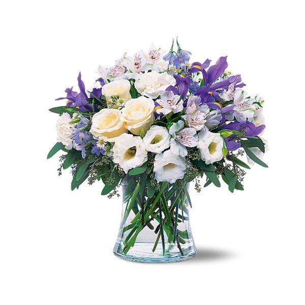 ce bouquet romantique de fleurs blanches et bleues est. Black Bedroom Furniture Sets. Home Design Ideas
